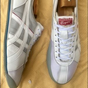 NWOT ASICS Onitsuka Tigers LA 84 Fencing Sneakers